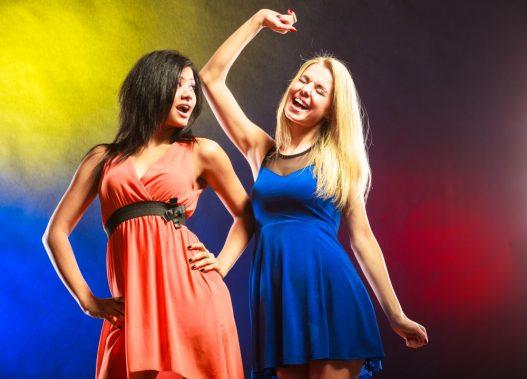 Kvinder i festkjole